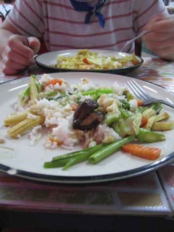 Na de heerlijke stamppotten thuis, kunnen we hier ook wel wennen aan dit als ontbijt, lunch en diner!