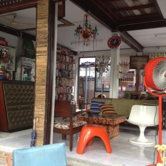 We slapen in guesthouse The Flapping Duck wat gerund wordt door de Engelse Lauren en haar Thaise vriend. Alleen de inrichting van de 'lobby' is al geweldig!