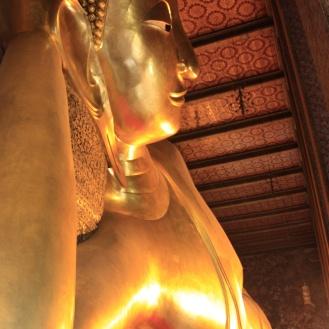 In bangkok hebben we de tempels bezocht van Wat Pho, het huis van de reclining Buddha.
