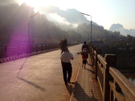 En 's morgens ziet Nong Khiaw er zo uit