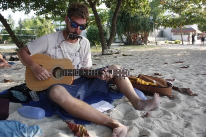 Ron de blinde strandmuzikant