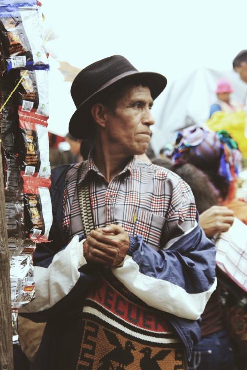 Verkoper op de zondagsmarkt in Chichi