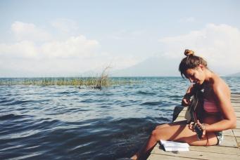 Gitaarles aan Lago Atitlan