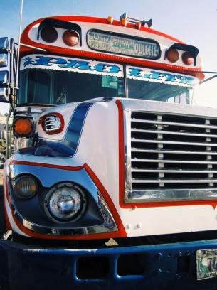 De 'chickenbus', ons favoriete vervoersmiddel!