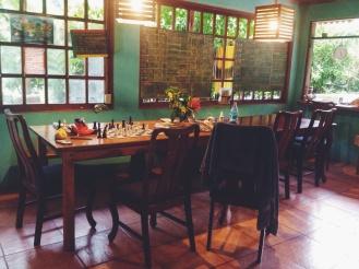 Meet VerdEnergia, met haar gezellige eettafel waar we iedere ochtend, middag en avond samen aten en relaxten.