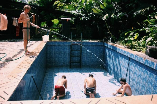 ...en maakten we het zwembad schoon,