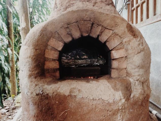 Zo nu en dan stookten we de coboven op, om er de heerlijkste dingen in te bakken...